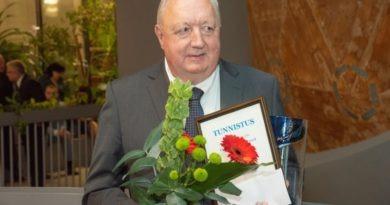 Professor Enn Loigu pälvis EVEL-i Elutöö auhinna