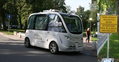 Kadriorus sõidab isejuhtiv buss
