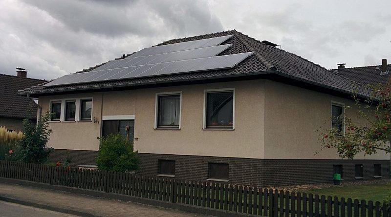 Energiasäästlik maja Päikesepaneelide koostöö õhk-vesi soojuspumbaga