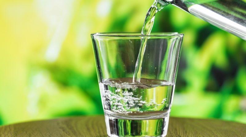 vesi, katlakivi ja magnetväli
