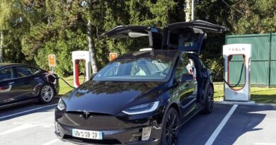 Elektrisõiduki toetust saab taotleda Tesla ostuks