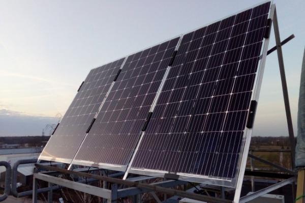 Eesti Maaülikool katsetab Tehnikamaja katusel kahepoolseid päikesepaneele
