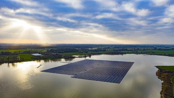 Hollandisse ehitatakse Euroopa suurim ujuv PV-park
