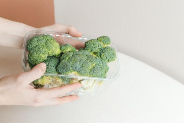 Stockmanni toiduosakonnas on UV-kiirgusega toidukarpe puhastav seade Violetta